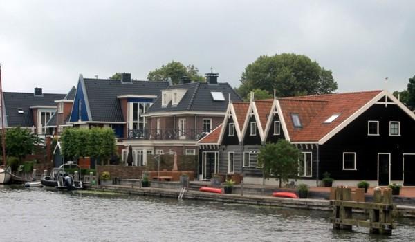 Uno de los canales que recorren Holanda