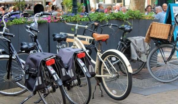 Unas bicicletas en un rincón de Holanda