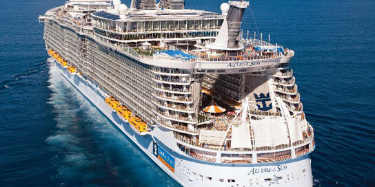 El Allure of the Seas visto por la popa