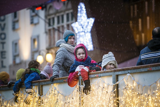 Esperando para patinar en los mercadillos de Navidad de Gante