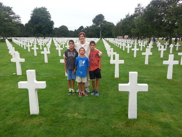 El cementerio americano de Normandía con los niños