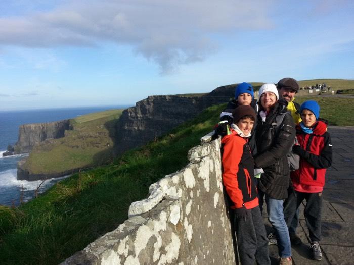 En los Cliffs os Moher con toda la familia