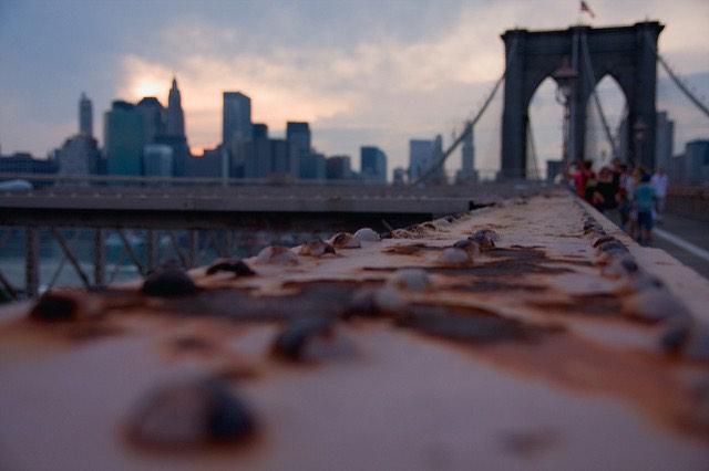 El puente de Brooklyn en la puesta de sol