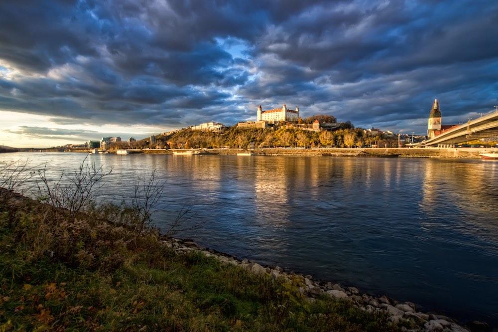 Bratislava en el Danubi