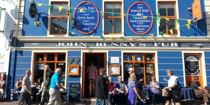 [:ca]Pasejant per Dingle a Irlanda[:es]Paseando por DIngle en Irlanda[:]