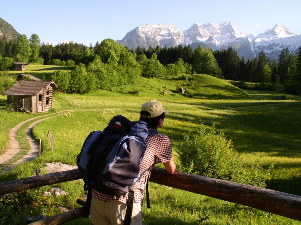 Vistas de la región de Salzburgo en senderismo por austria