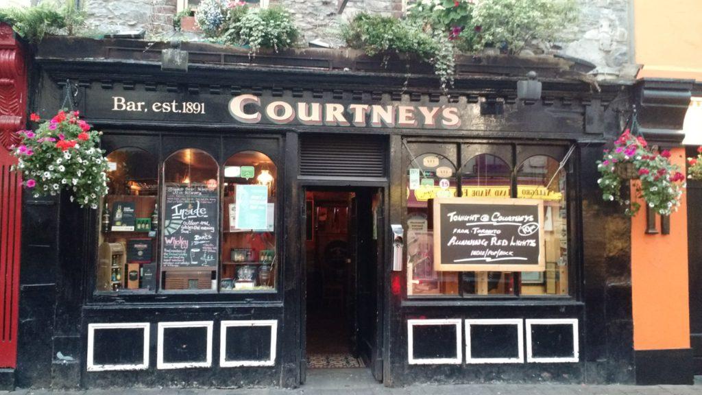 Un pub típico irlandés en Killarney