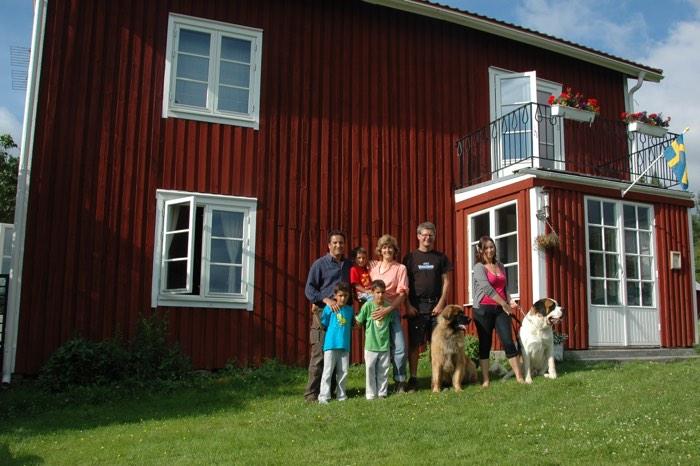 La familia en unes vacances multiaventura a Suècia