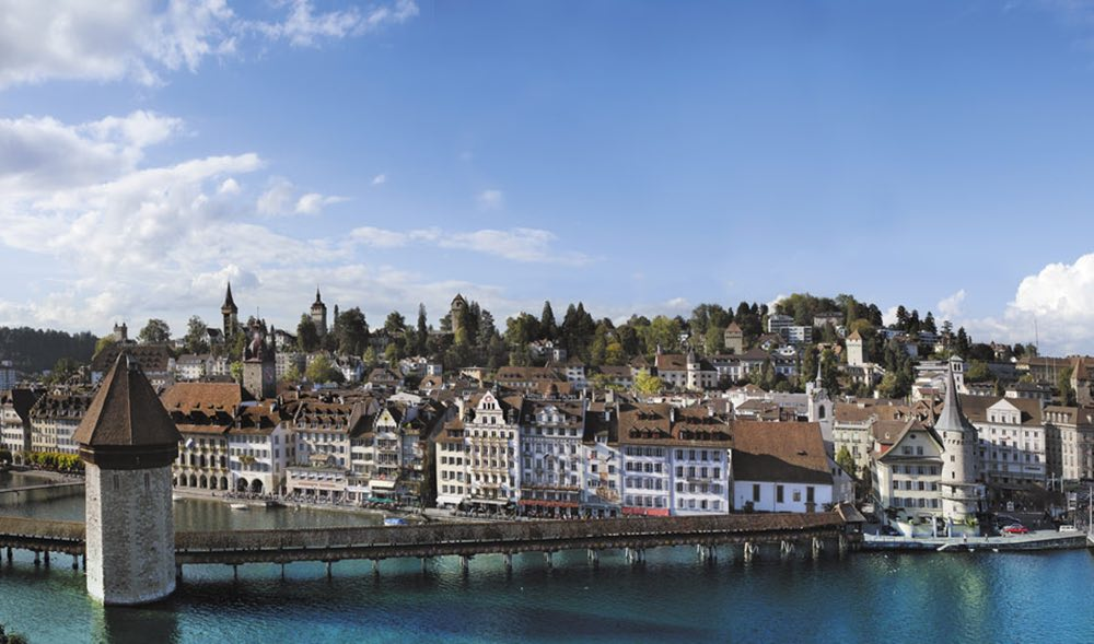 Vista panorámica del casco antiguo de Lucerna