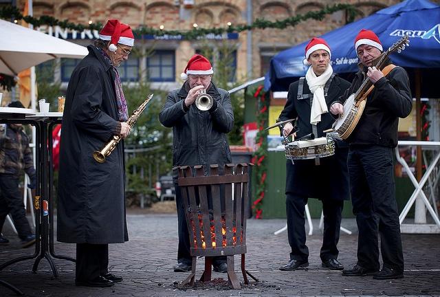 Los músicos alegran los mercados navideños de Flandes