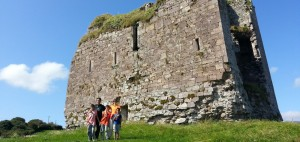 [:ca]Al Castell de Minard, a Irlanda, amb els nens[:es]En el Castillo de Minard con los niños[:]