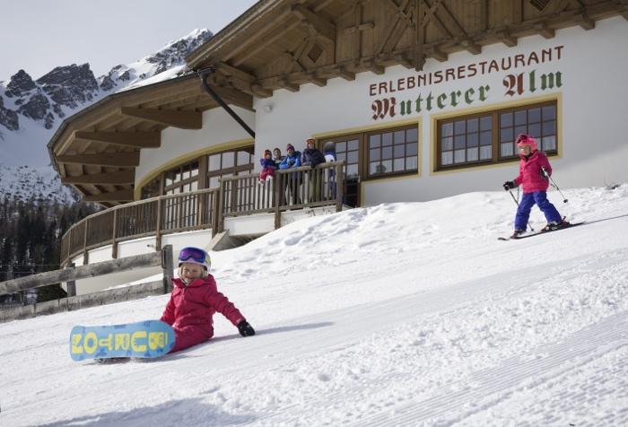 Niños esquiando en Austria