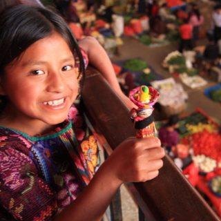 Niña en el mercado de Chichicastenango