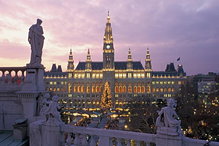 Plaza del Ayuntamiento de Viena con los mercadillos de Navidad