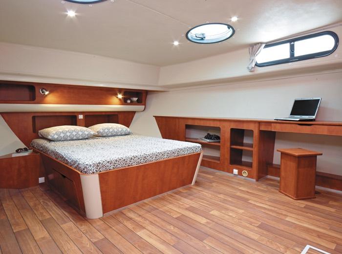 Dormitorio espacioso para tu crucero por los canales