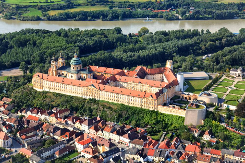L'abadia de Melk vista des de l'aire