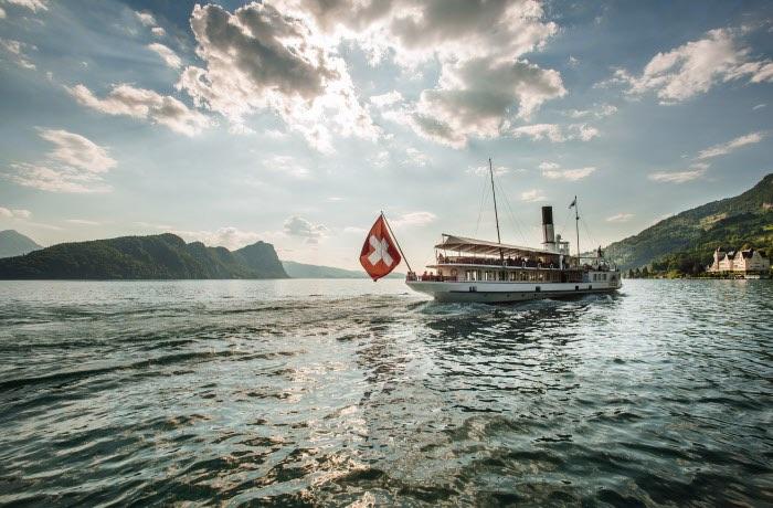 Un dels barcos del viatge en els trens panoramics