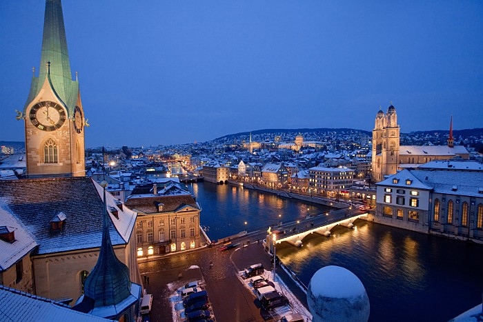 Toda la ciudad de Zurich se engalana para ofrecer al visitante un espectáculo de luces y color